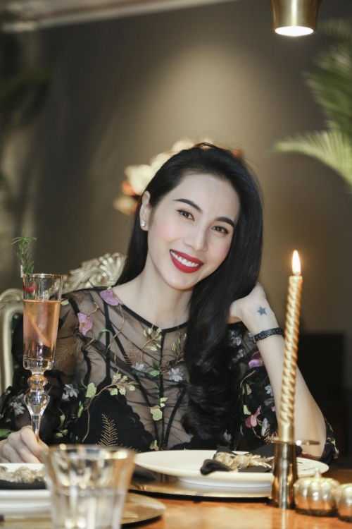 Thuy Tien - Cong Vinh have a date before Christmas at Le Royal Saigon