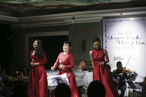 Saigon audiences cry in Vu Thanh An's music night